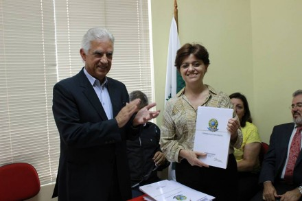 Deputado Rubens Bueno e a vice-diretora de Enfermagem do Hospital, Junia Selma de Freitas, durante a audiência pública