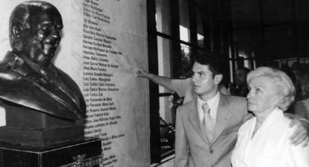 Dona Niva com o neto, o deputado estadual Alexandre Curi.