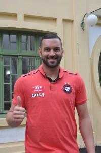 O goleiro Weverton aprovou a visita com os companheiros de equipe