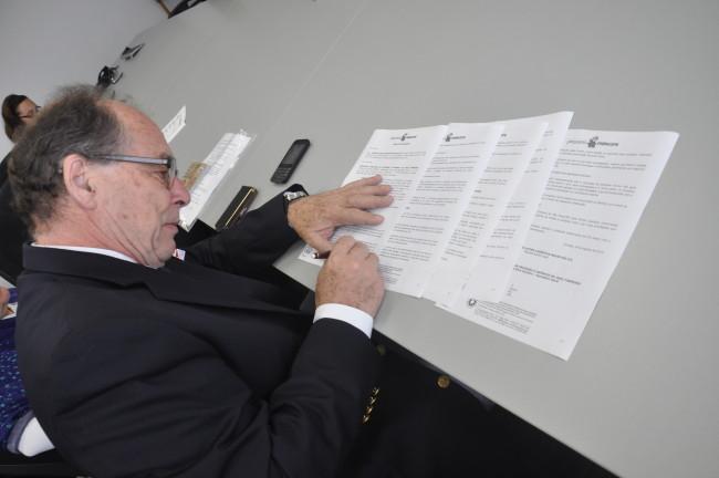 Diretor corporativo do Pequeno Príncipe, José Álvaro Carneiro assina o acordo