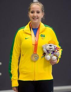 Danielle Rauen comemora a vaga para os Jogos Paralímpicos Rio 2016