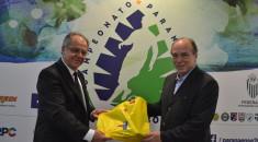 O presidente da FPF, Hélio Cury, e diretor corporativo do Complexo Pequeno Príncipe, José Álvaro Carneiro: parceria em prol da saúde infantojuvenil.
