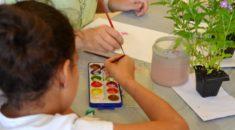 Pacientes do Hospital Pequeno Príncipe participam de oficina de pintura botânica