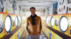De passagem por Curitiba, o cantor e ator Claudio Lins visita o Hospital Pequeno Príncipe