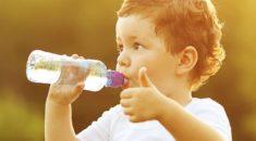 Hidratação é a palavra de ordem no verão para as crianças